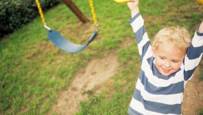 dziecko, zabawa, huśtawka, plac zabaw