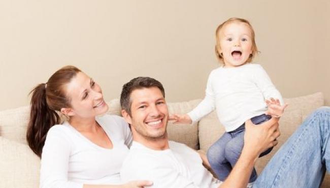 dziecko, rodzice, nago przy dziecku, wychowanie seksualne