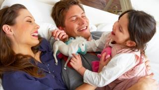 tata, rodzina, ojciec, zabawa z dzieckiem