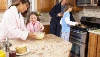 dziecko, gotowanie, pieczenie, mama, dziewczynka, tata, rodzina, kuchnia