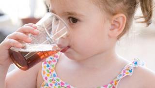 dziecko, dziewczynka, picie, coca cola, napój