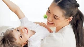 Uśmiechnięte mama i córka